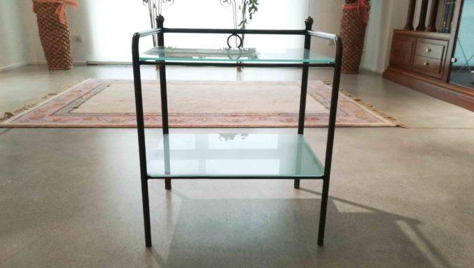Tavolino in ferro con piani in vetro