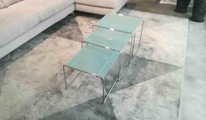 Tris tavolini piano cristallo.