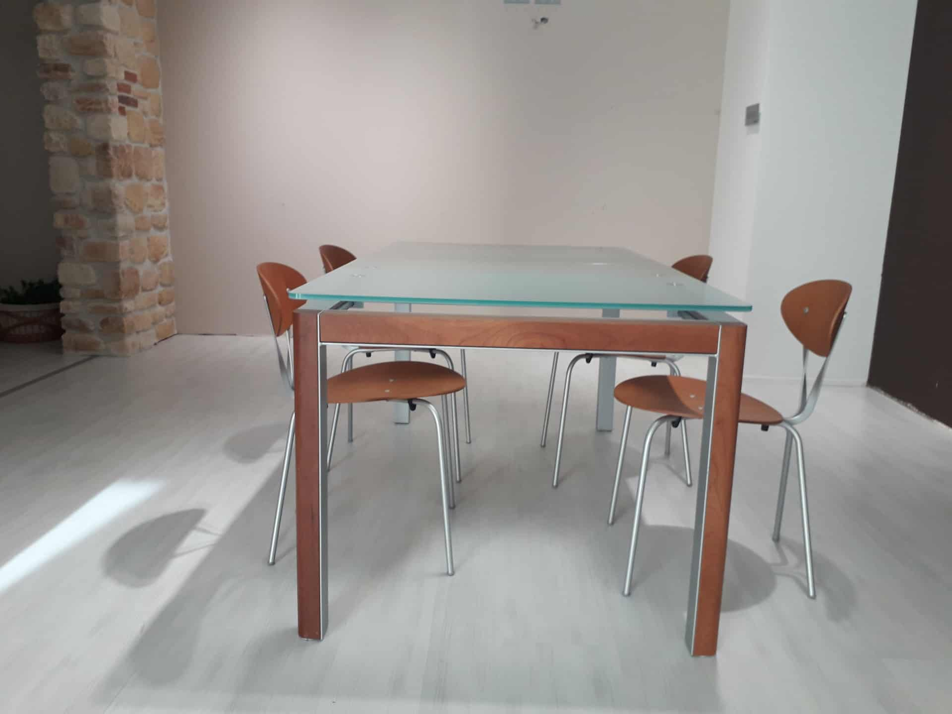 Tavolo Vetro Temperato.Tavolo Bontempi In Ciliegio Con Piano In Vetro Temperato