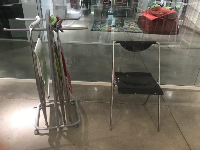"Carrello porta sedie + 4 sedie colorate ""Bontempi"""